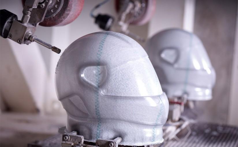 waar-is-een-helm-van-gemaakt-productie