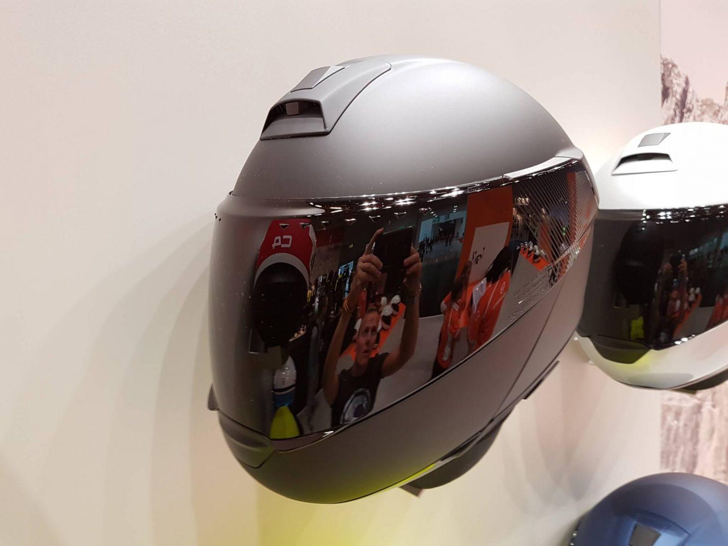 helm met ingebouwde speakers