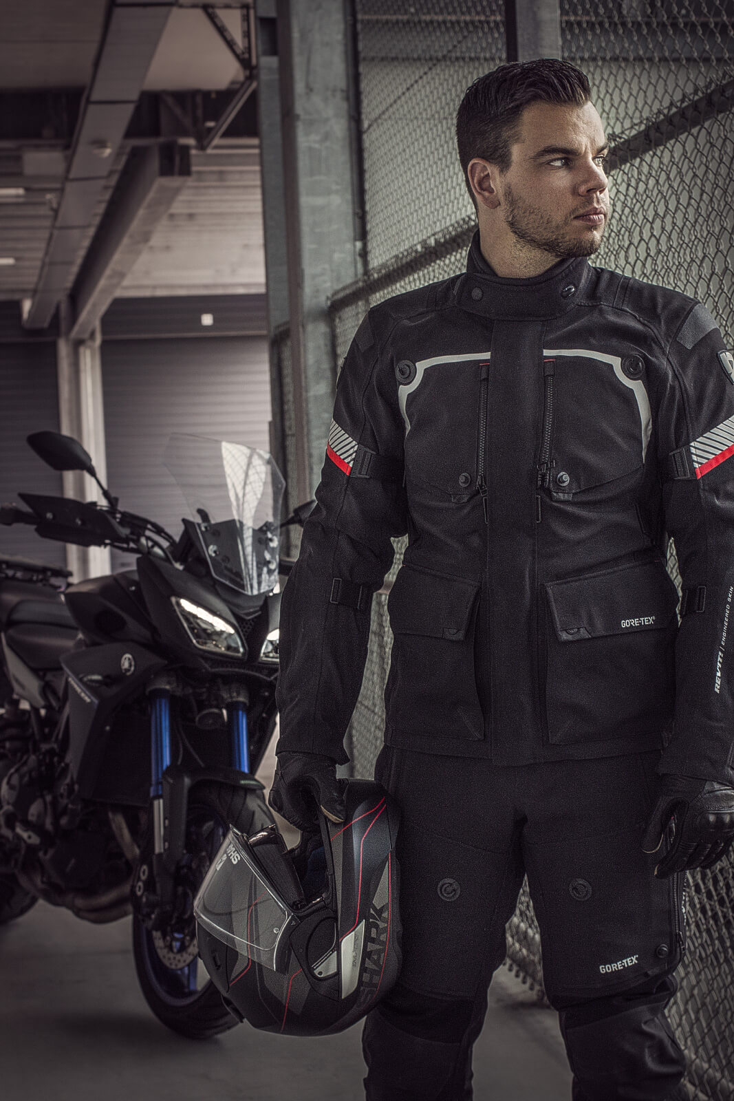 REV'IT Poseidon met Shark EVO-One en Alpinestars Web Gore-Tex