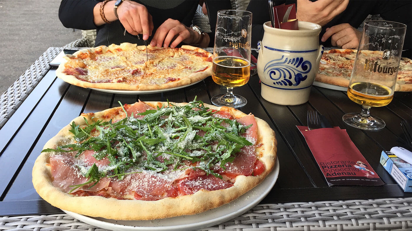 Pizza en bier bij Pizzeria Pinocchio in Adenau - Nurnburgring