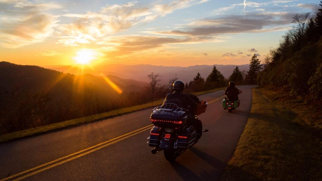 Motorrijden bij laagstaande zon