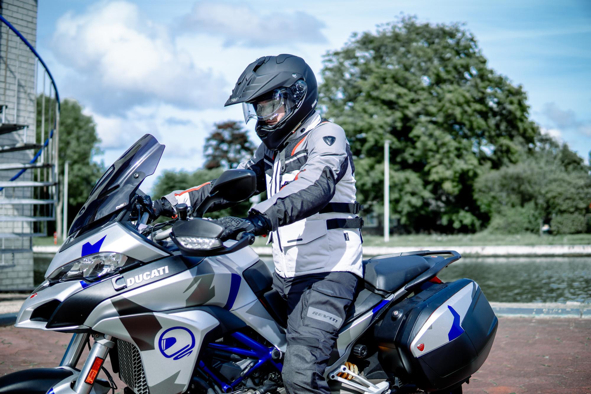 REV'IT! Adventure outfit bij Motorkledingcenter